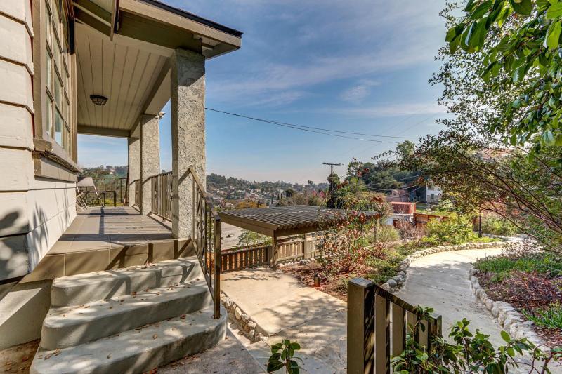 5807_Burwood_Ave_Los_Angeles-large-029-TayBob0004Upload22-1500x1000-72dpi
